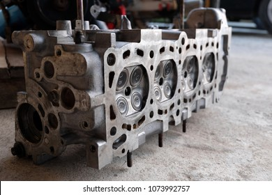 Cylinder head Installed on the cylinder of the engine with a cylindrical cylinder arranged into a combustion chamber.