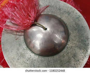 Cymbals are folk instruments.