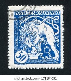 CZECHOSLOVAKIA - CIRCA 1919: stamp printed by Czechoslovakia, shows Bohemian Lion Breaking its Chains, circa 1919
