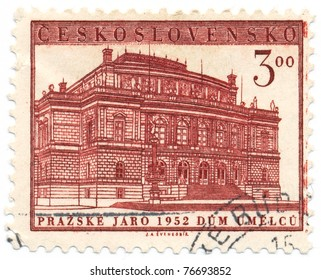 CZECHOSLOVAKIA - CIRCA 1957: A stamp printed in Czechoslovakia, shows House of Artists in Prague, circa 1952
