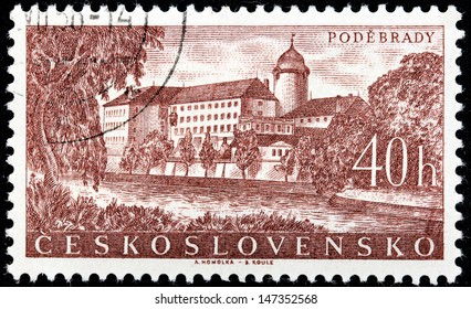 CZECHOSLOVAKIA - CIRCA 1958: A stamp printed by Czechoslovakia shows beautiful view of Medieval castle at Podebrady town, circa 1958.