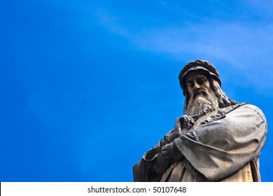Da vinci statue with blue sky