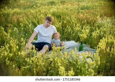 Dad and son in the summer field. Dad playing with his son. Farther playing with her son. Farther and son having a great weekend. Games, field, family weekend - family-friendly concept.