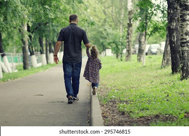 Dad walks with her daughter in the park