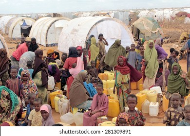 DADAAB, SOMALIA - AUGUST 06: Refugee camp, hundreds of thousands of difficult conditions, Somali immigrants are staying. African people waiting to get in the water. August 06, 2011 in Dadaab, Somalia.
