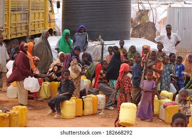 DADAAB, SOMALIA - AUGUST 07: Refugee camp, hundreds of thousands of difficult conditions, Somali immigrants are staying. African people waiting to get in the water. August 07, 2011 in Dadaab, Somalia.