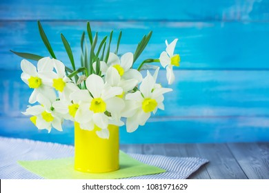 daffodils in vase closeup. bouquet of daffodils in a vase. spring daffodils.
