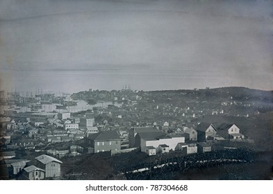 Daguerreotype of San Francisco from 1849 or 1850, by an unknown photographer. The Gold Rush of 1849 raised the population from 1,000 in 1848 to 25,000 by December 1849