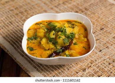 Dahi ke aloo is a delicious, mouth watering and comfort potato curry which is yoghurt based. Lightly mashed potatoes are cooked in a yoghurt based gravy.