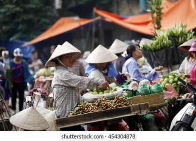 Daily life in Hanoi, vietnam on july, 15,2016: Street vendors selling fruits and flower in Dong Xuan Market, this is a biggest  market in Hanoi