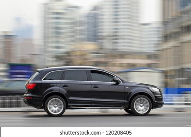 DALIAN-NOV. 22: Audi Q7 SUV rushing on the expressway. Thanks to a growth rate of 61.7 percent, last October turned out to be a new record month for Audi in China. Dalian, Nov. 22, 2012.