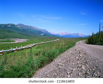 Dalton Highway with oil pipeline, leading from Valdez, Fairbanks to Prudhoe Bay, northern Alaska, US