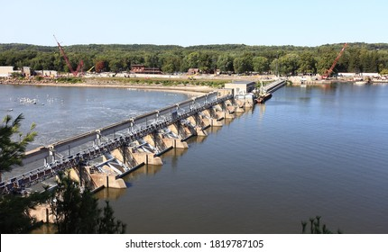 A dam on the Illinois River at Starved Rock