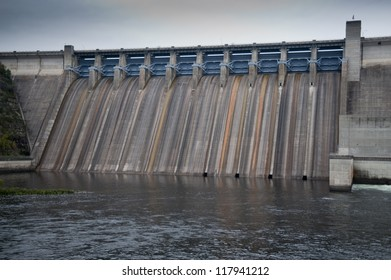 Dam on lake Taneycomo in Branson, Missouri