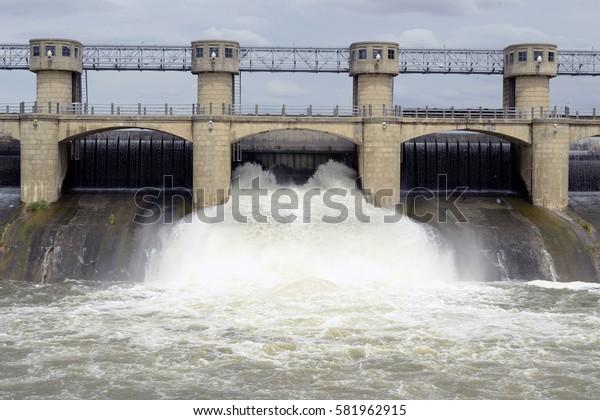 dam water, open compuera