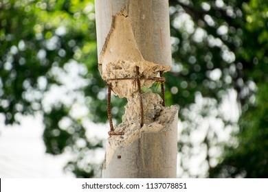 Damage on pillar, Steel frame in mortar.