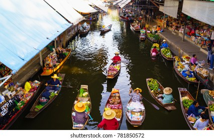 DAMNOEN SADUAK Floating market, Thailand - 12/03/2017 - Damnoen Saduak floating in Ratchaburi