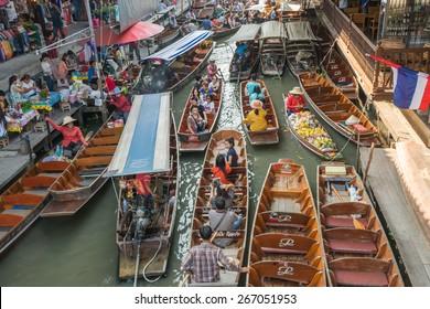 Damnoen Saduak ,Ratchaburi, Thailand - March 8: Top viewr  at Damnoen Saduak Floating Market On March 8, 2015  at Damnoen Saduak Floating Market, Ratchaburi, Thaland.