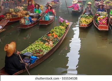 DAMNOEN SADUAK, THAILAND - 25 Jan, 2017: Damnoen saduak floating market is famous in Thailand and sights and sale of vegetables, fruits and desserts.