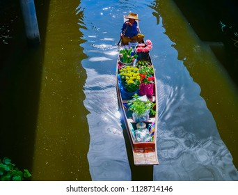 DAMNOEN SADUAK, THAILAND - May 6, 2018: Flower vendors at Damnoen Saduak Floating Market Top Destinations in Thailand