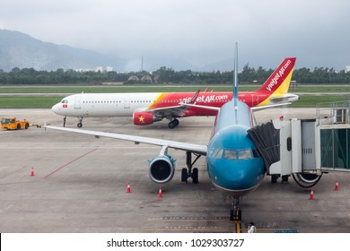 Danag , Vietnam - JAN. 29, 2018 : Airbus A321 VietJet Air airlines preparing for taking off and A321 Vietnam airlines waiting for passengers at Danag international Airport