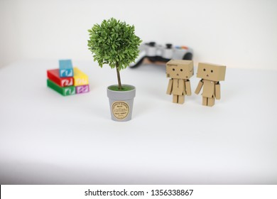 Danbo Couple with Uno Stacko and Artificial Plant