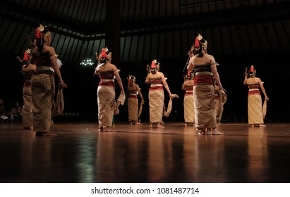 dance serimpi culture Indonesia on solo dance vestifal