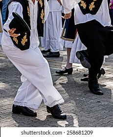 Dancers who perform, with the legs, specific movements of a Serbian dance.