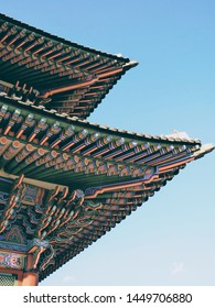 Dancheong(Korean traditional decorative coloring on wooden buildings and artifacts for the purpose of style)