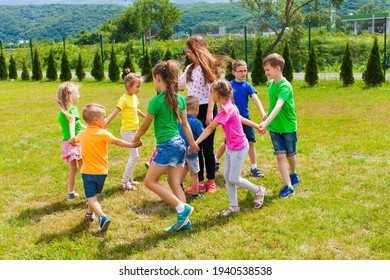 dancing and singing kids in the circle have fun