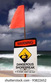 Dangerous shore break, North Shore, Oahu, Hawaii