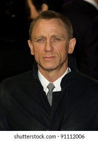 """Daniel Craig arriving for the premiere of """"The Girl with The Dragon Tattoo"""" at the Odeon Leicester Square, London. 13/12/2011. Picture by: Simon Burchell / Featureflash"""