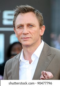 Daniel Craig arriving for the UK premiere of 'Cowboys & Aliens' at the O2, London. 11/08/2011  Picture by: Alexandra Glen / Featureflash