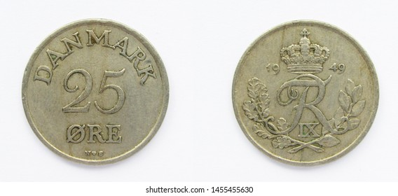 Danish 25 Ore 1949 year copper-nickel coin, Denmark. Coin shows a monogram of Danish King Frederick IX of Denmark.