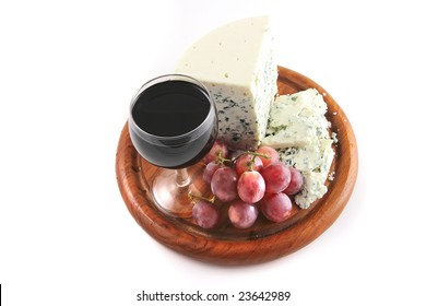 danish blue cheese and grapes with red wine