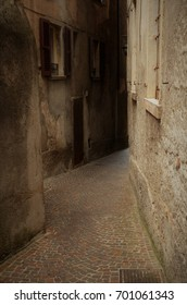 dark alley with windows left and right in italy