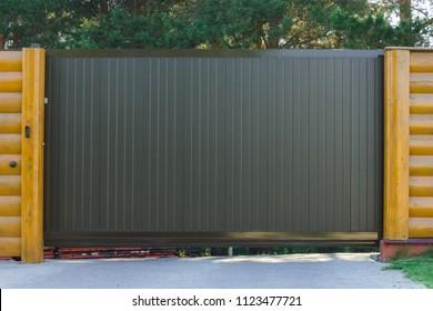 Dark automatic sliding gate