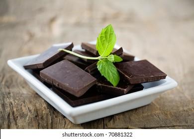 Dark chocolate blocks with fresh mint leaves