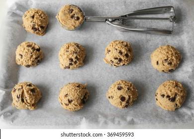 Dark chocolate chip almond coconut cookies dough, keto low carb diet dessert