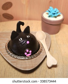 Dark Chocolate Kitty Cat Cake, Handmade Cake, Halloween Concept, Selective focus