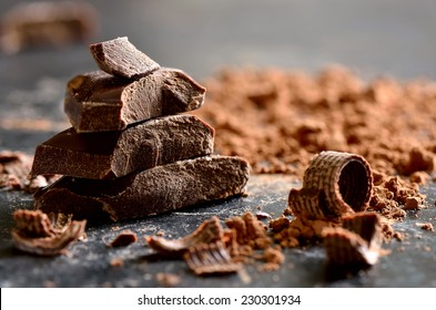 Dark chocolate stack, chips and powder