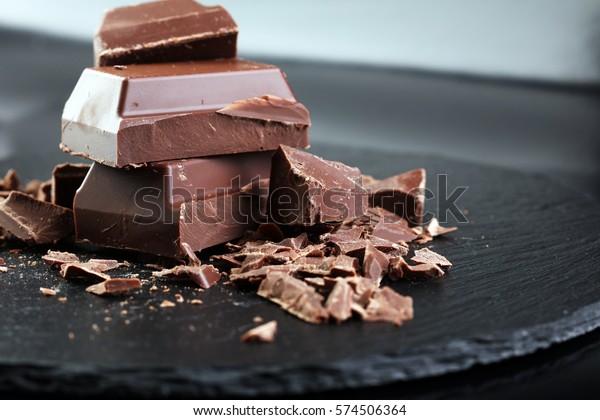 Dark chocolate stack, chips and powder