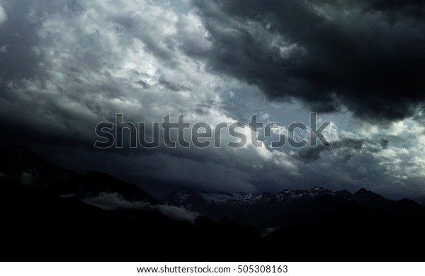 dark-cloud-before-storm-600w-505308163.j