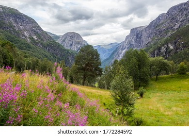 dunkle Wolken über dem Stalheimer Pass in Norwegen