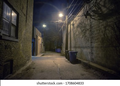 夜の暗く不気味な都市の路地
