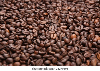 Dark roasted coffee beans texture, lower angle, shallow depth of field, horizontal