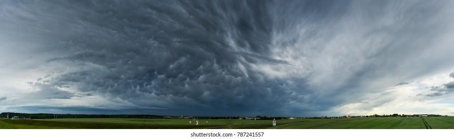 Dark sky before the thunder