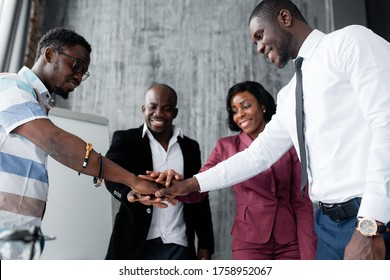 The dark-skinned employees of the company joined their hands in a circle in honor of supporting the company against racism and oppression of different nationalities.