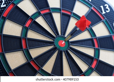 dartboard bullseye - Hit the nail on the head - Sport and Leisure game
