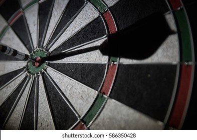 darts bull's eye